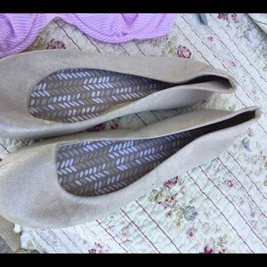 Time n true beige gold color size 8.5, great con